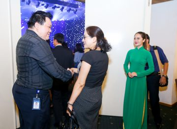 https://www.aravietnam.vn/wp-content/uploads/2017/08/VIET-NAM.-Annual-Report-Awards.25-7-2017-141-3.jpg
