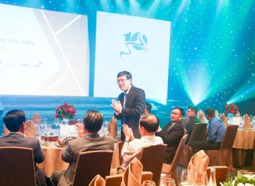 https://www.aravietnam.vn/wp-content/uploads/2017/08/VIET-NAM.-Annual-Report-Awards.25-7-2017-248-3.jpg