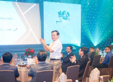 https://www.aravietnam.vn/wp-content/uploads/2017/08/VIET-NAM.-Annual-Report-Awards.25-7-2017-249-3.jpg