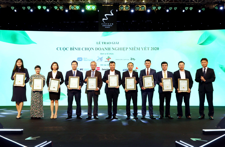 https://www.aravietnam.vn/wp-content/uploads/2020/12/15_Ông-Nguyễn-Tuấn-Anh-Phó-Tổng-giám-dốc-Sở-Giao-dịch-Chứng-khoán-Hà-Nội-phải-trao-TOP-10-doanh-nghiệp-vốn-hóa-vừa..jpg