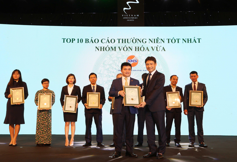 https://www.aravietnam.vn/wp-content/uploads/2020/12/16_Dại-diện-SHB-nhận-TOP-10-nhóm-vốn-hóa-vừa-có-BCTN-tốt-nhất..jpg