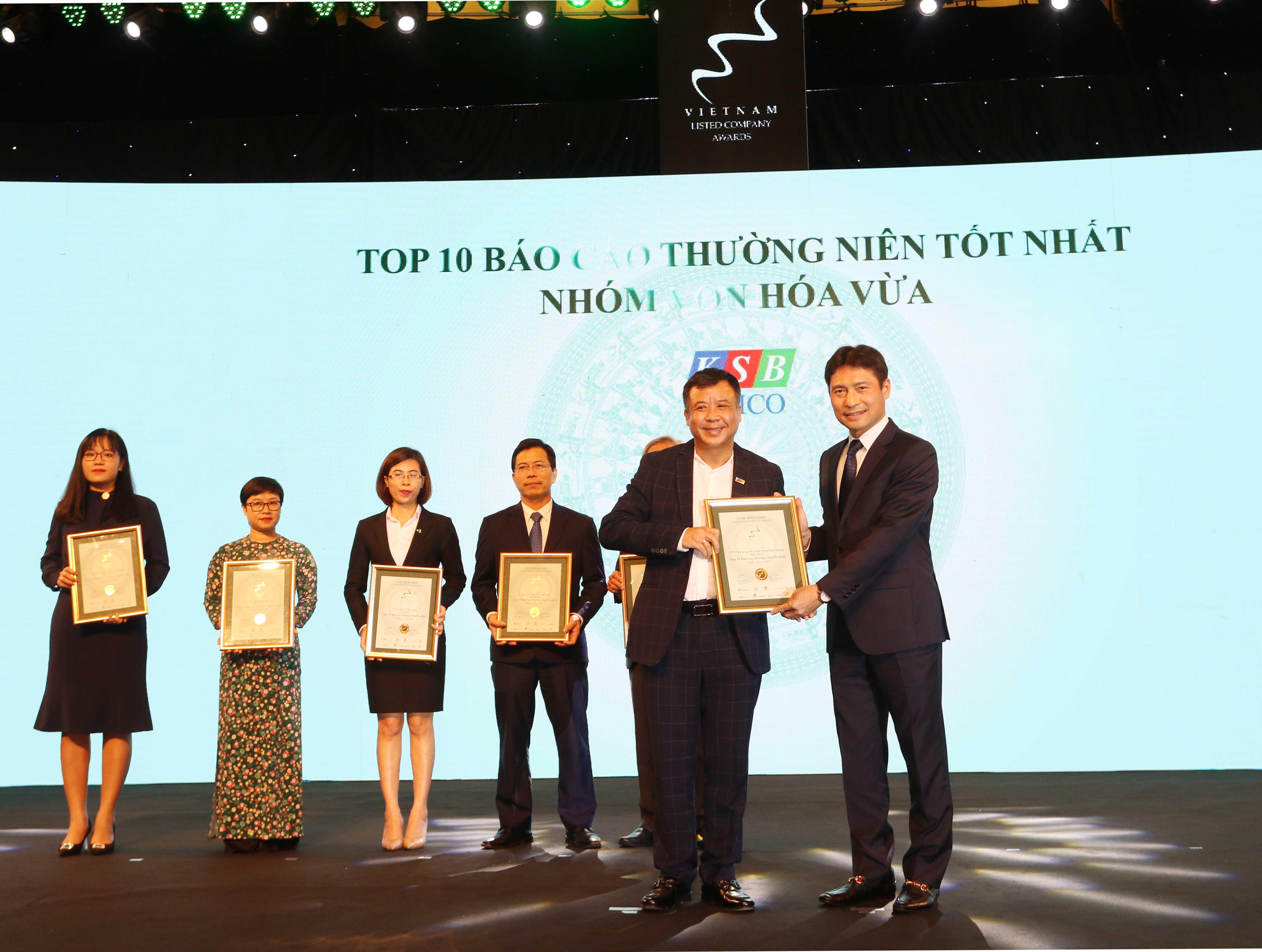 https://www.aravietnam.vn/wp-content/uploads/2020/12/19_Dại-diện-KSB-nhận-TOP-10-nhóm-vốn-hóa-vừa-có-BCTN-tốt-nhất..jpg