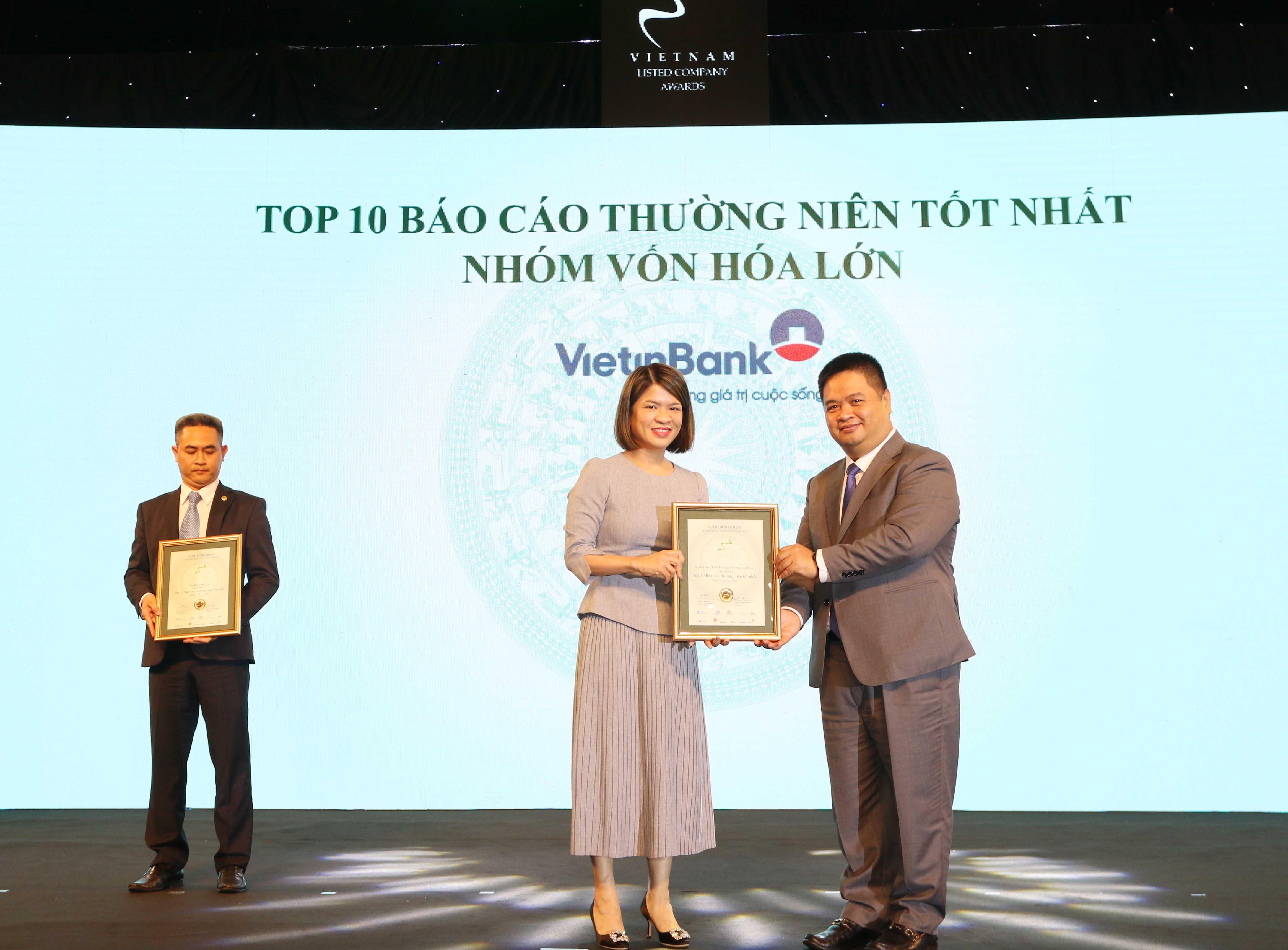 https://www.aravietnam.vn/wp-content/uploads/2020/12/28_Dại-diện-Viettinbank-nhận-TOP-10-DNNY-nhóm-vốn-hóa-lớn-có-BCTN-tốt-nhất..jpg