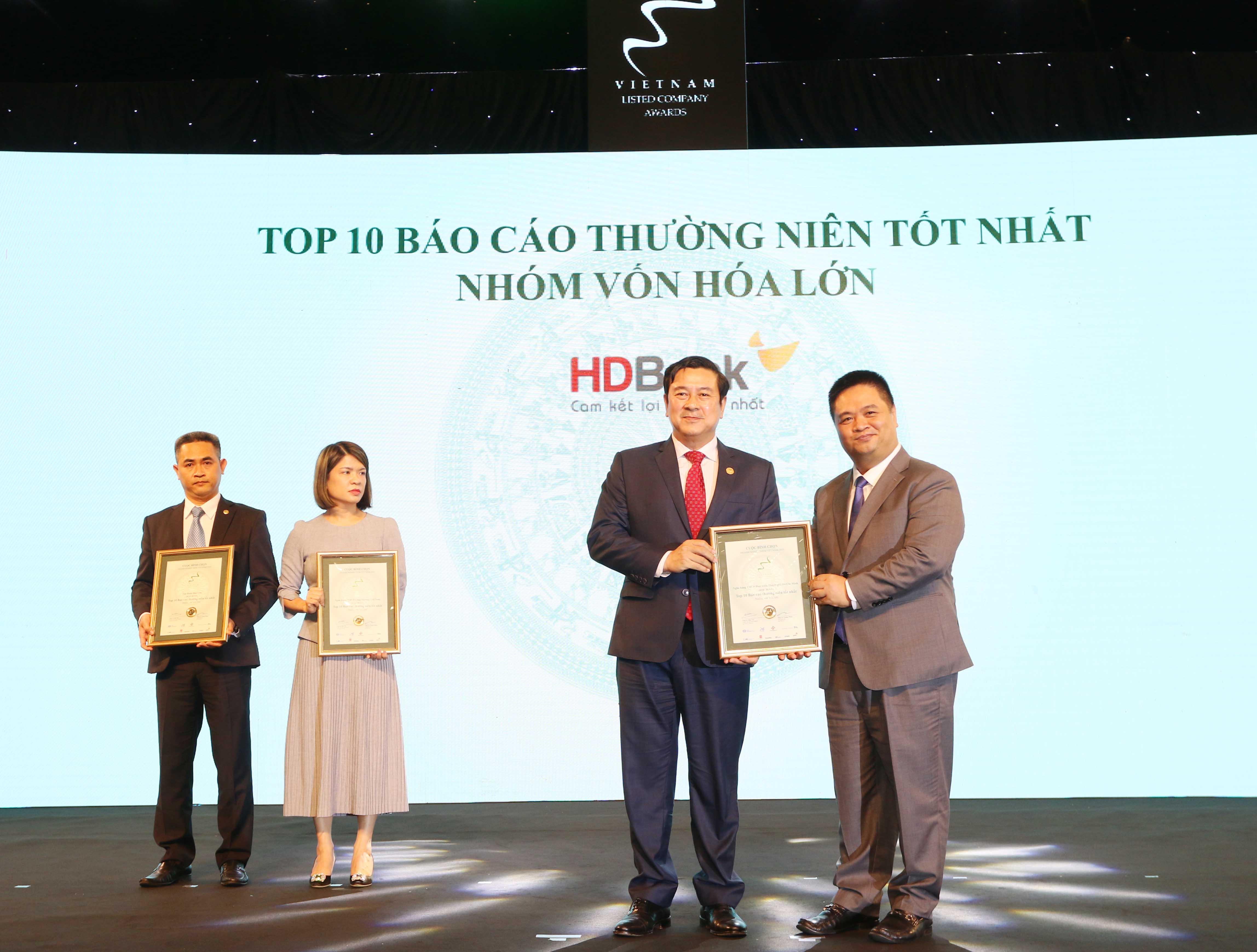 https://www.aravietnam.vn/wp-content/uploads/2020/12/29_Dại-diện-HDB-nhận-TOP-10-DNNY-nhóm-vốn-hóa-lớn-có-BCTN-tốt-nhất.jpg