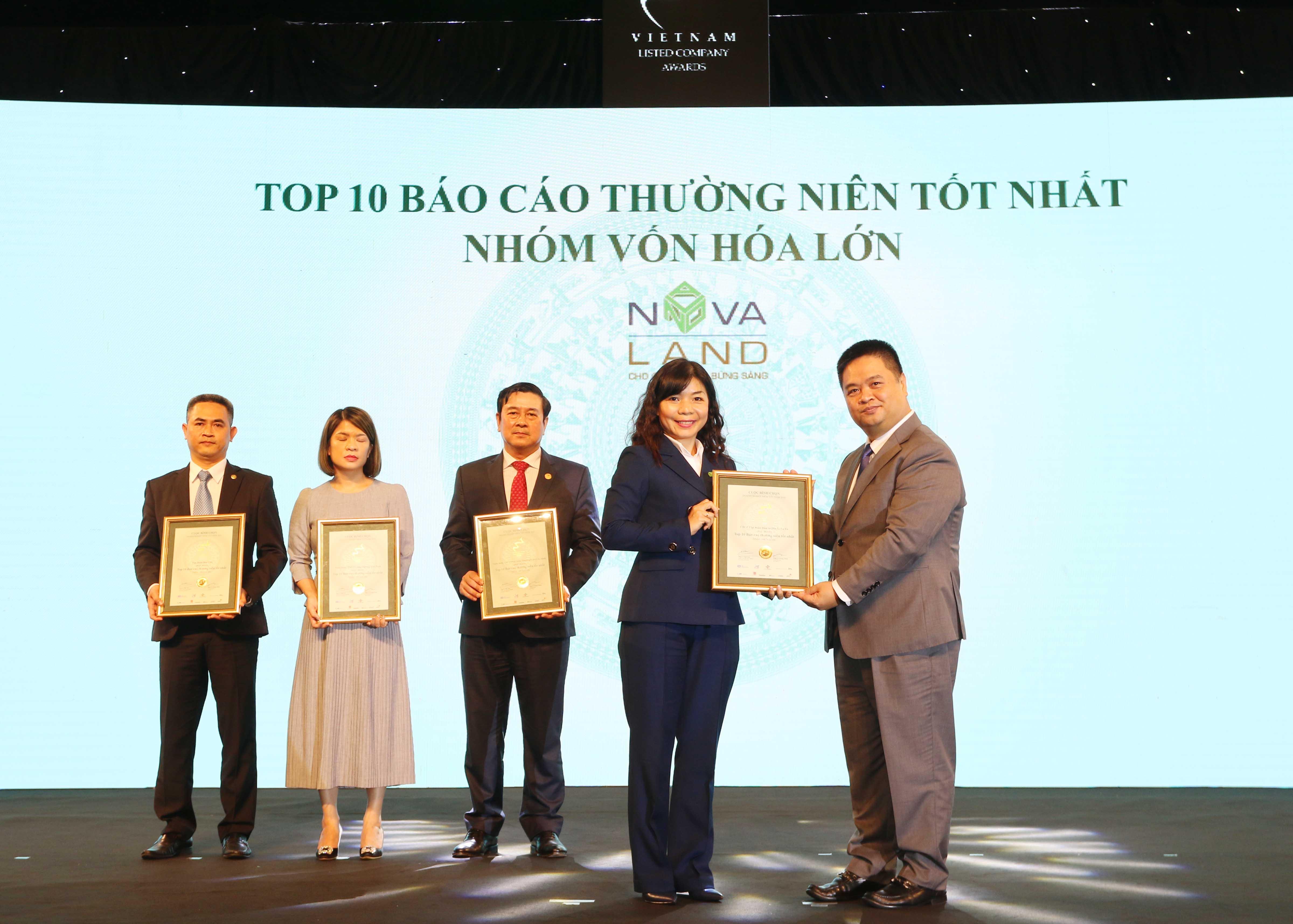 https://www.aravietnam.vn/wp-content/uploads/2020/12/30_Dại-diện-Novaland-nhận-TOP-10-DNNY-nhóm-vốn-hóa-lớn-có-BCTN-tốt-nhất.jpg
