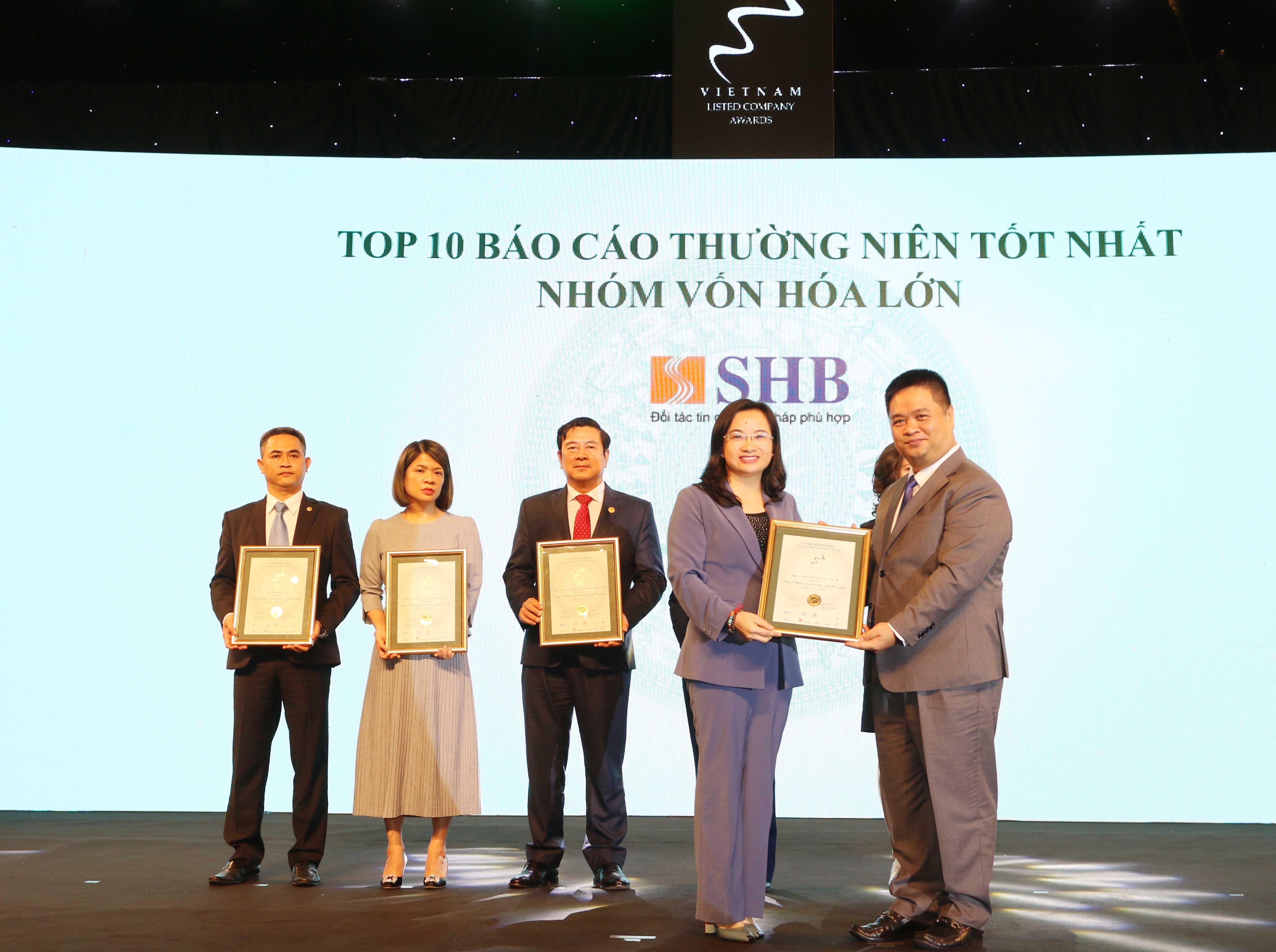 https://www.aravietnam.vn/wp-content/uploads/2020/12/32_Dại-diện-SHB-nhận-TOP-10-DNNY-nhóm-vốn-hóa-lớn-có-BCTN-tốt-nhất.jpg