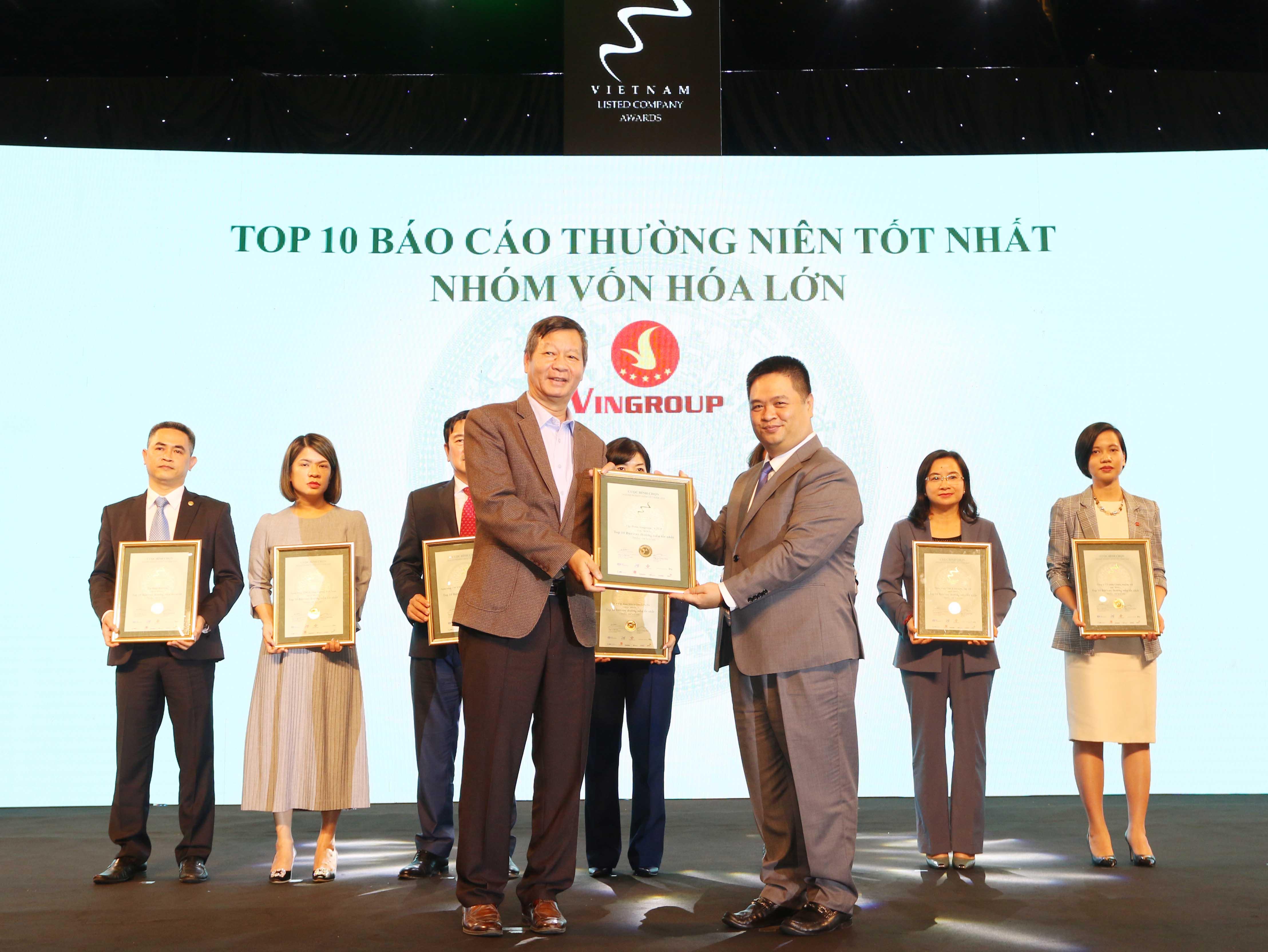 https://www.aravietnam.vn/wp-content/uploads/2020/12/34_Dại-diện-Vingroup-nhận-TOP-10-DNNY-nhóm-vốn-hóa-lớn-có-BCTN-tốt-nhất.jpg