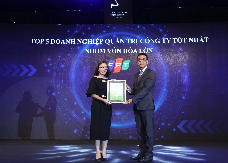 https://www.aravietnam.vn/wp-content/uploads/2020/12/47_Dại-diện-FPT-nhận-TOP-5-Doanh-nghiệp-quản-trị-công-ty-tốt-nhất-nhóm-vốn-hóa-lớn.jpg