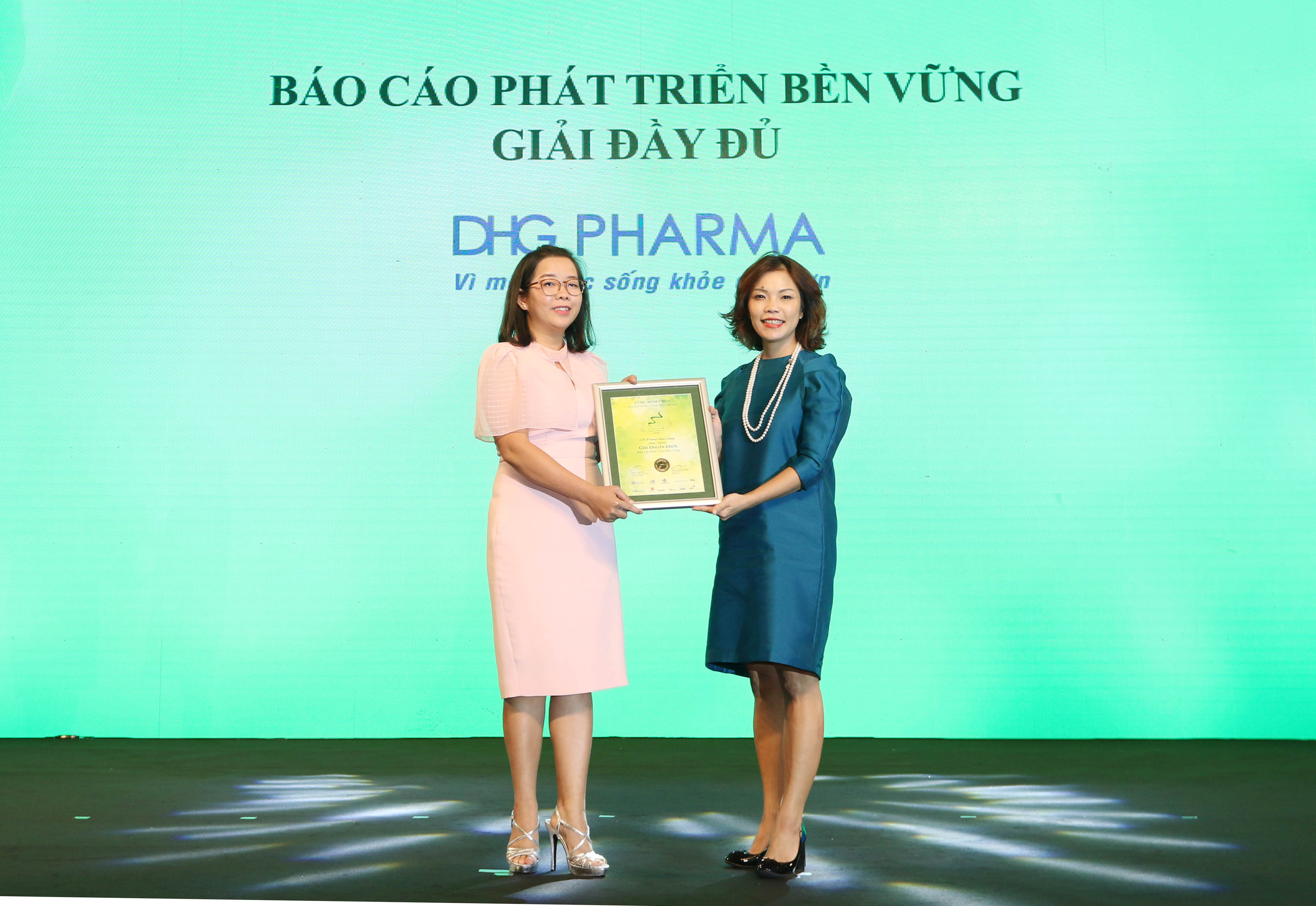 https://www.aravietnam.vn/wp-content/uploads/2020/12/61_Dại-diện-DHG-Pharma-nhận-giải-khuyến-khích.jpg