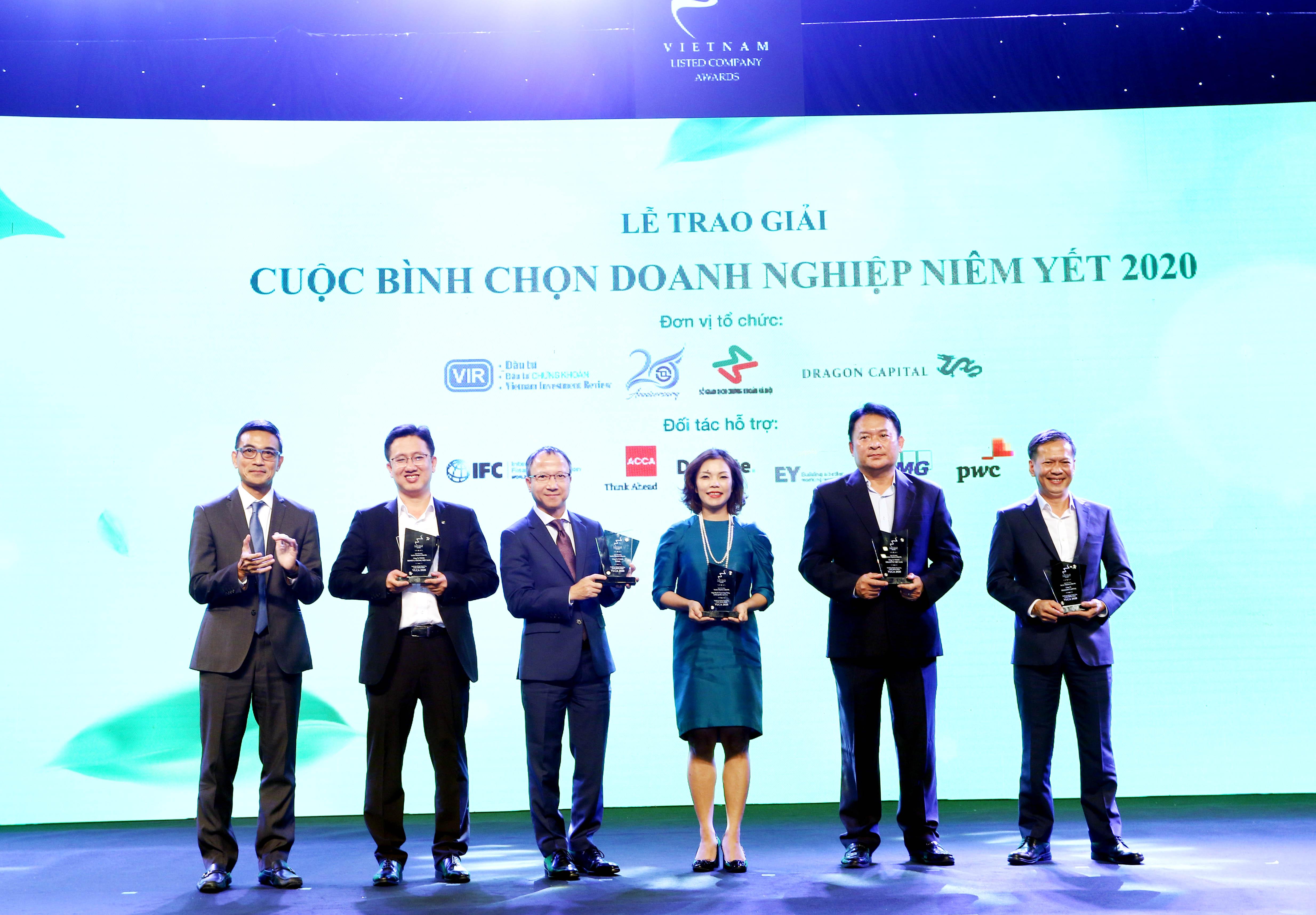 https://www.aravietnam.vn/wp-content/uploads/2020/12/64_Trao-Kỷ-niệm-chương-cho-các-tổ-chức-Hỗ-trợ.jpg