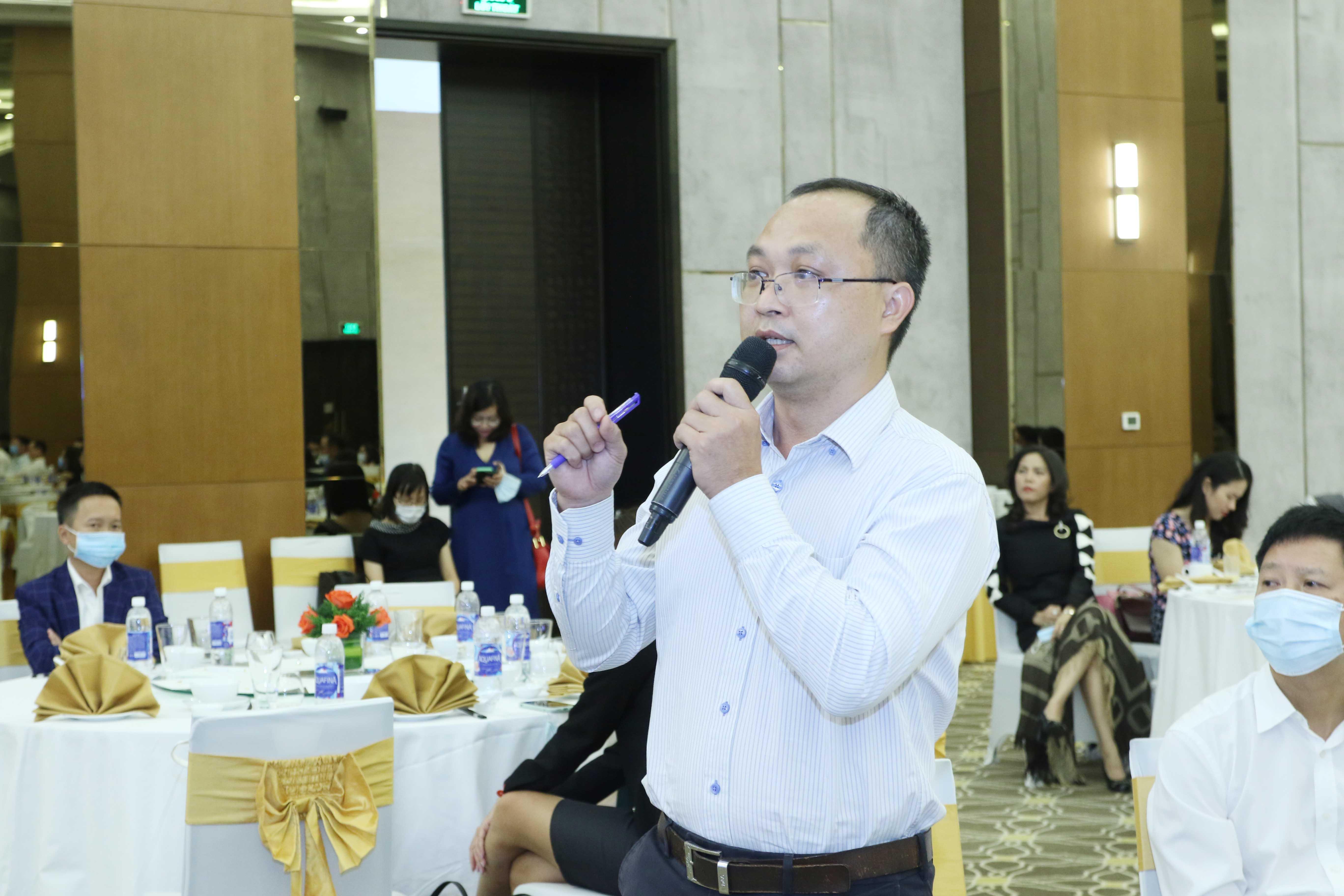 https://www.aravietnam.vn/wp-content/uploads/2020/12/7_Dại-diện-các-doanh-nghiệp-dặt-câu-hỏi-cho-các-lãnh-dạo..jpg